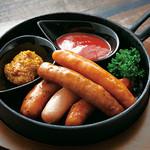カラオケサウンドパーク - 料理写真:5種のウインナーソーセージ