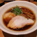 中華そば うえまち - 中華そば 鶏・豚  醤油(930円、斜め上から)