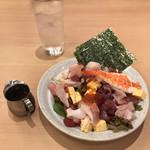 江戸前すし百萬石 - 百萬石サラダ780円。サラダというより、バラちらしの具を食べている感じです(笑)。とても美味しくいただきました(╹◡╹)