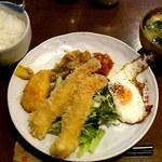 ヴィヴィ食堂 - ヴィヴィ食堂 @上板橋 日替おすすめ エビフライ 500円