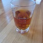 11527731 - 最初にでて来たお茶、このコップは焼酎のお湯割り用のメモリかな?