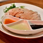 海南鶏飯食堂3 - ゆで鶏と3種のソース M size@940円