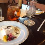 西洋茶店 - 料理写真:カッサータとアイスティー