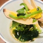 115279542 - 九州産のハウス栽培の?松茸使用と説明されました。                         お店の方もはっきりと良く分からないそう…。