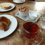 ヌフ・ベーカリーカフェ - パンと紅茶で、ちょっと休憩♪