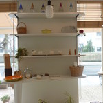 ヌフ・ベーカリーカフェ - パンを売っているコーナー