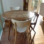 ヌフ・ベーカリーカフェ - 可愛いテーブルと椅子