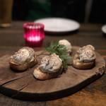 grilled beef winebar zuiji - ゴルゴンゾーラムースと蜂蜜のブルスケッタ