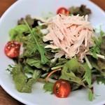 ◎鶏胸肉のゴマドレサラダ