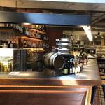 BERTH COFFEE - 地下 店内