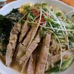 昇龍 - 料理写真:冷やし中華大盛のイレギュラーバージョン 上から見ても違いは分からないけど