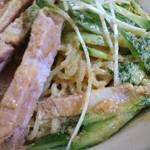 昇龍 - 料理写真:細麺でした。私的には圧倒的な太麺派ですねえ
