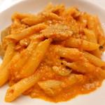 ピッツェリア・サバティーニ - ツナとキノコの木こり風トマトクリームソースペンネ