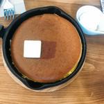 ミツバチガーデン カフェ - ダッチオーブンパンケーキ