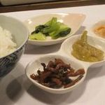 すろーふーど・たけうち - ランチ(小皿とご飯・香の物)