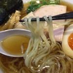 ラーメン屋 游 - 麺はツルツルの平麺