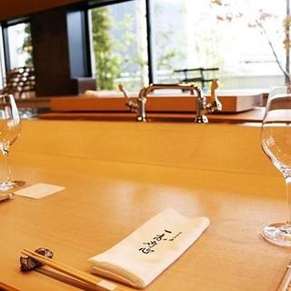 【和モダン空間】昼と夜で雰囲気が楽しめる当店でお寛ぎください