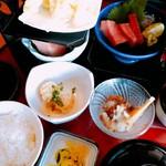 魚神 - 料理写真:マグロお刺身厚めで美味しい