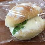 ブーランジェリー コロン - 1ヶ月位前に購入したレモンヨーグルトクリームのパン 熱い時期にピッタリの爽やかな美味しさ