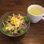 Meat&wine BACCHUS - ランチのサラダとスープ