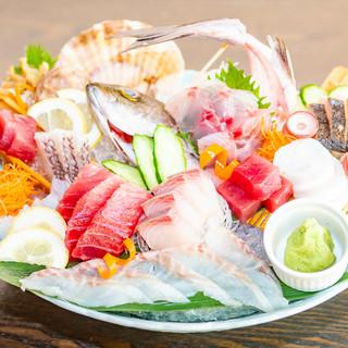 毎朝築地で魚を仕入れ、日替わりで本日の海鮮料理が変わります。