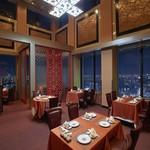 ホテルオークラレストラン新宿 中国料理 桃里 - 桃里自慢の高さ6mの天井(ゆったりとした空間でお食事を・・・)