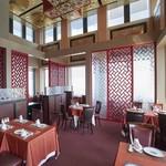 ホテルオークラレストラン新宿 中国料理 桃里 - 広々とご利用いただけます。