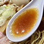 115330464 - 醤油味と旨味の濃いスープ
