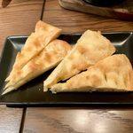 シャイニーアウル - タコのアヒージョ ¥1,000 に付くパン