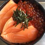 115340323 - 鮭の親子丼(中サイズ)