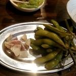 新宿思い出横丁 牛タンいろ葉 - 枝豆の浅漬け
