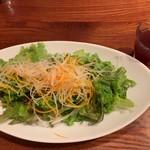 山本のハンバーグ - ランチのサラダ  野菜ジュース