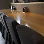 膳処 とと屋 - カウンター席  広々