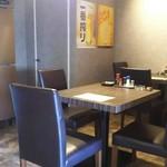 膳処 とと屋 - 店内  テーブル席