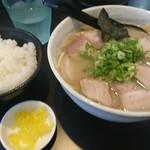 徳島ラーメン ふじい - 徳島ラーメン肉入り白 めし(小)