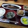 へそや - 料理写真:煮魚定食 750円