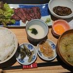 にのまえ屋 - 牛タンとつくねの定食(1,100円)