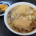 山一 - カツ丼セットの蕎麦と漬物