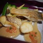 ル マリアージュ - 鯛とすずきのソテー オニオンとベーコンのソース添え