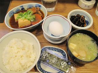 天神 わっぱ定食堂 - 肉豆腐定食590円。今回は注文しませんでしたが、+110円で味噌汁を具だくさんの豚汁に変更できます。