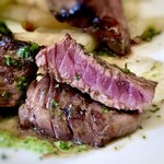 ビストロ ピック ドール - *思ったよりおリュームがあり、お尋ねしましたら150g~160g程度だそう。 噛み応えのあるお肉で、味わいは普通かしら。