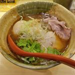 焼きあご塩らー麺 たかはし - 悩み抜いて選んだのは「味玉入り焼あご塩らー麺」920円。