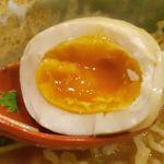 焼きあご塩らー麺 たかはし - 味玉は黄身が半熟でとろりと濃厚!魚介塩なスープとマッチして美味しく完食!ごちそうさまでした!