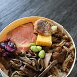 田季野 - 料理写真:饅頭天まで載ってます!
