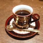カフェ・ド・クロワッサン - マンデリン。サイフォンでコポコポと淹れてくださいます。