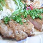 """かつ六 - """"ポークステーキ"""" 柔らかい豚肉に特製たれが決め手!"""
