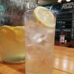 gogobar - 当店一番人気!自家製レモンソーダ