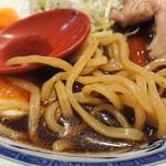 濃厚醤油麺 ミツジロウ - 麺アップ