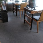 轍 - 店内のテーブル席です。
