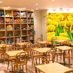 クレープス・ド・アンヌ - 明るい店内でたのしいひと時をお過ごしください